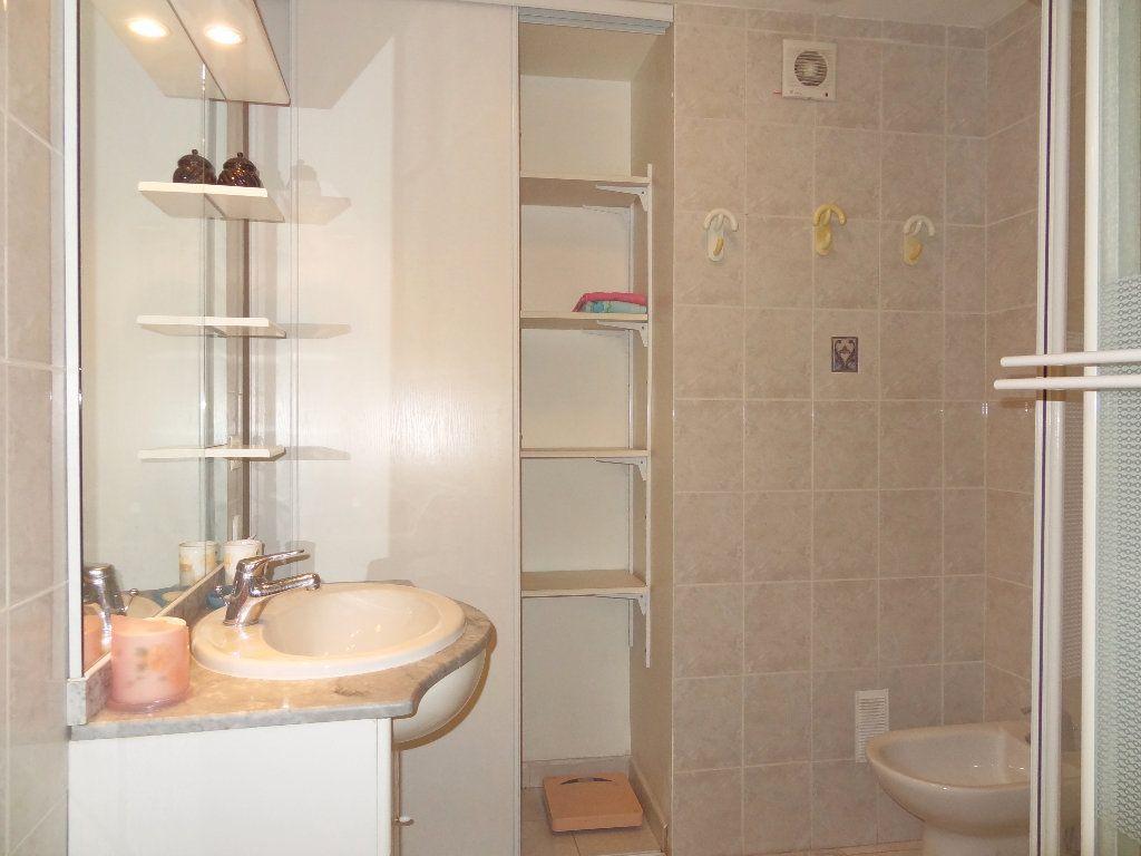 Appartement à vendre 3 65m2 à Menton vignette-10