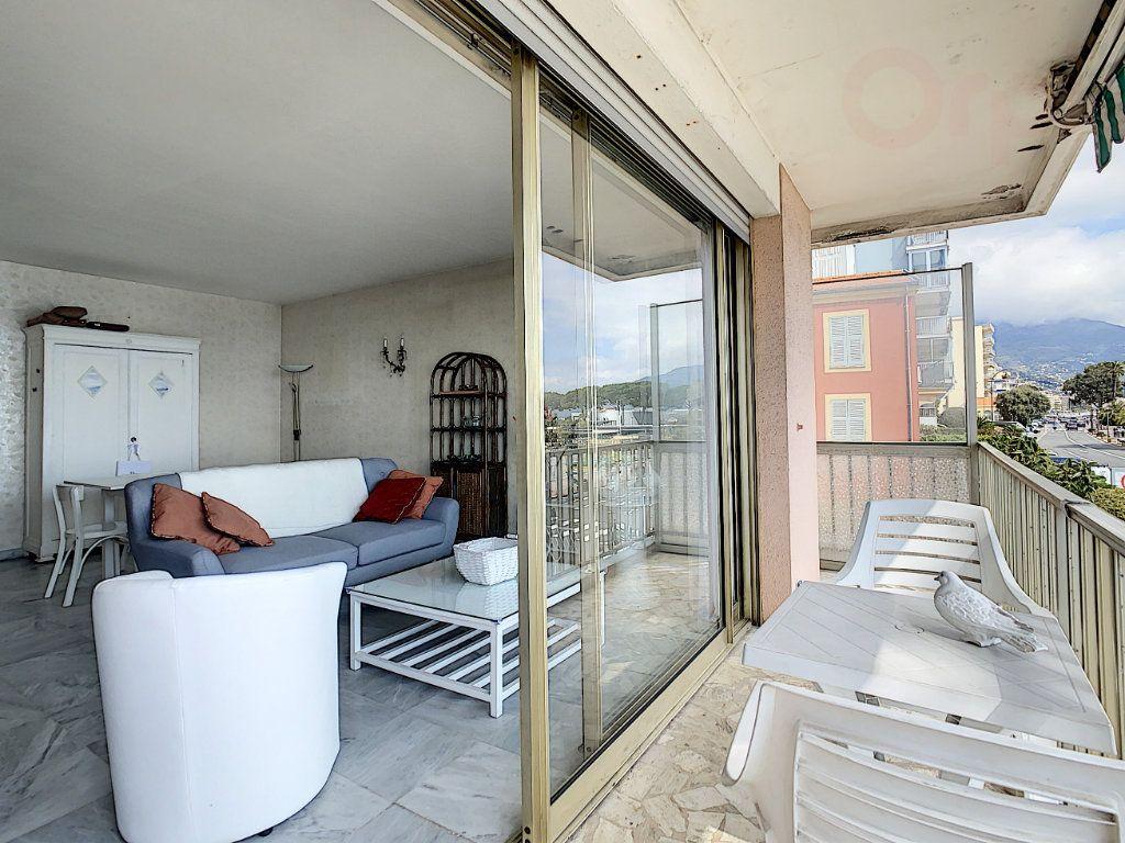 Appartement à vendre 3 79m2 à Roquebrune-Cap-Martin vignette-2