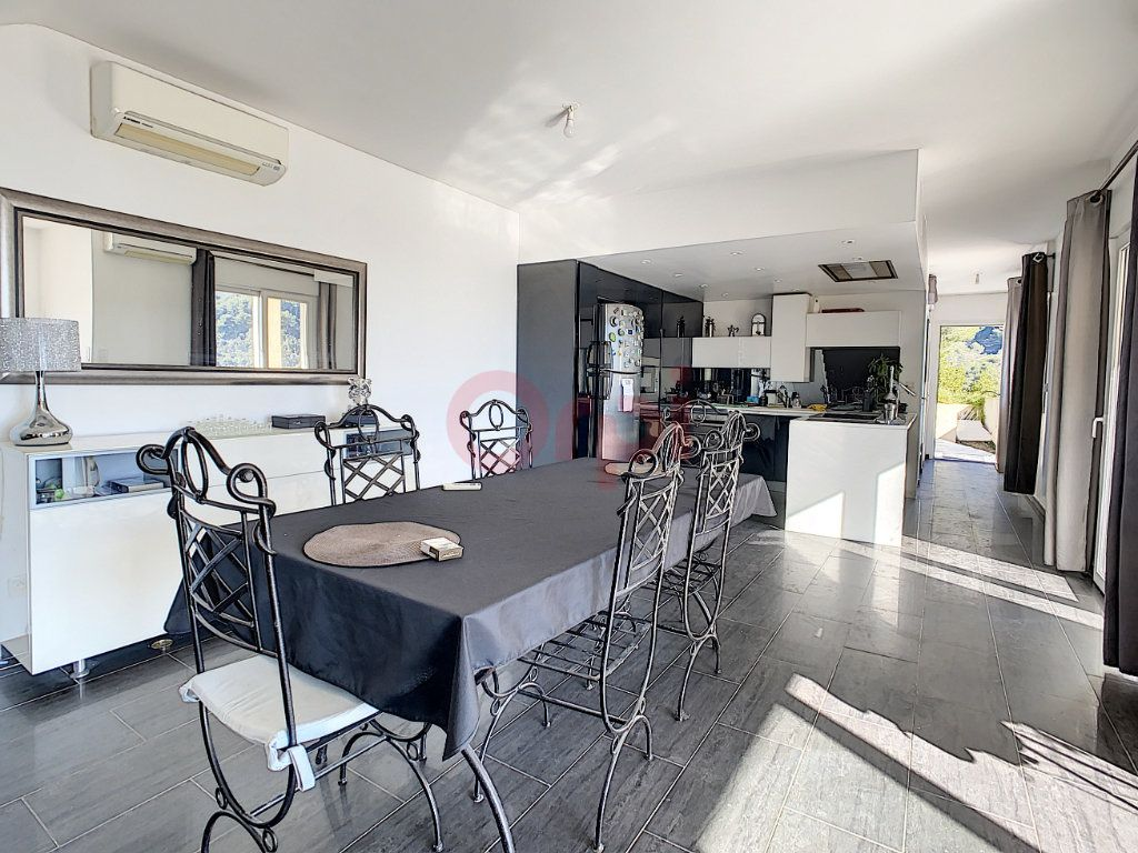Maison à vendre 4 143m2 à Castellar vignette-2