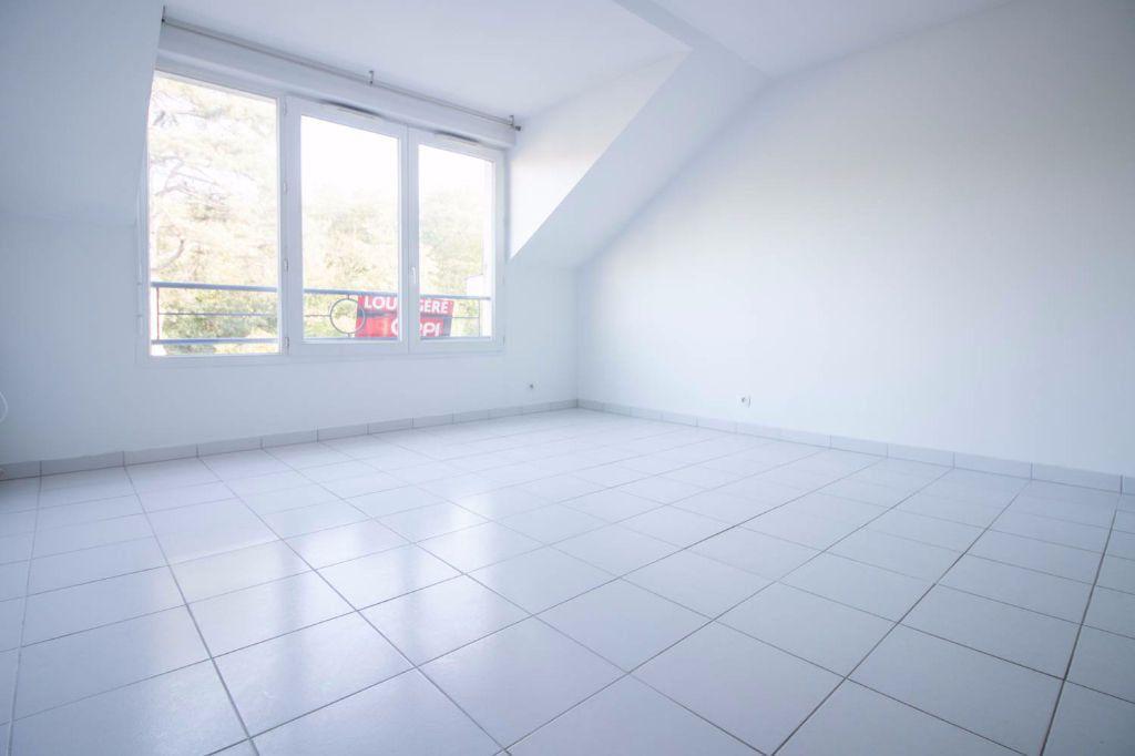 Appartement à louer 1 26.84m2 à Osny vignette-2