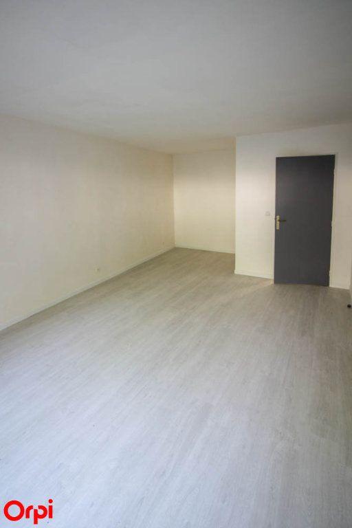 Appartement à louer 3 63.92m2 à Cergy vignette-3