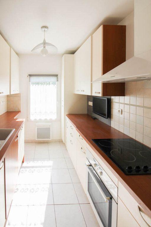 Appartement à louer 3 72.28m2 à Osny vignette-3