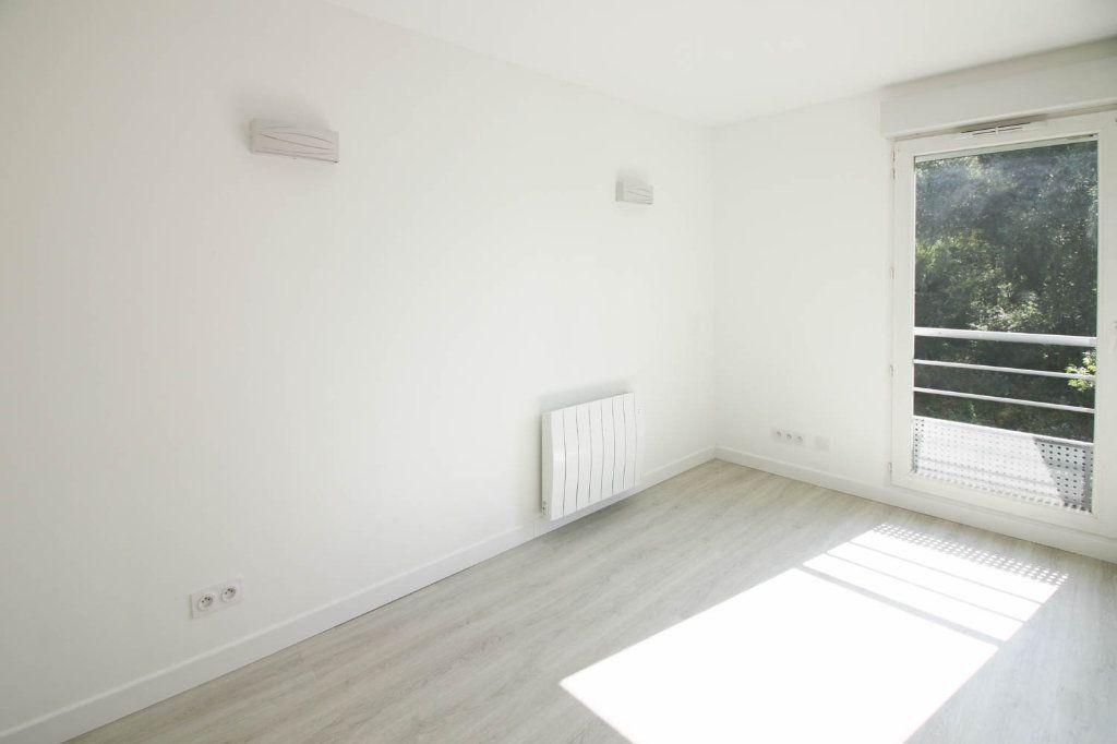 Appartement à louer 3 72.28m2 à Osny vignette-4