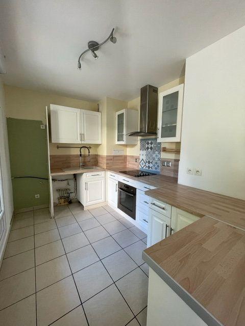 Appartement à louer 3 65m2 à Éragny vignette-4