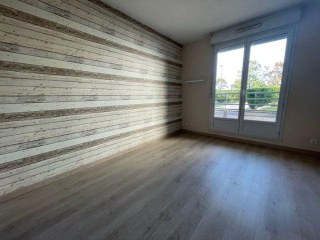 Appartement à louer 3 65m2 à Éragny vignette-5