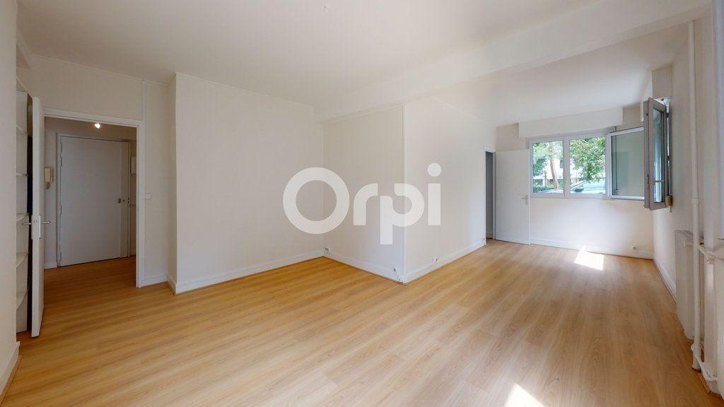 Appartement à vendre 4 65.01m2 à Montrouge vignette-2