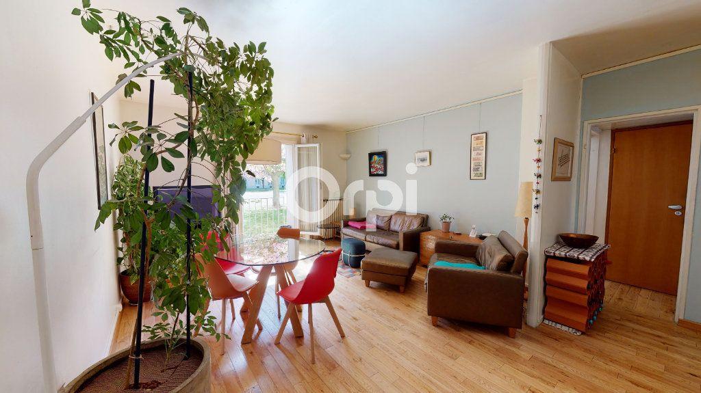 Appartement à vendre 4 80.78m2 à Montrouge vignette-3