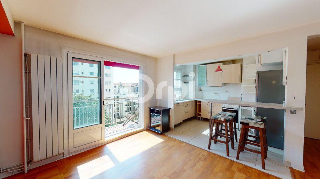 Appartement à vendre 4 71.65m2 à Montrouge vignette-1