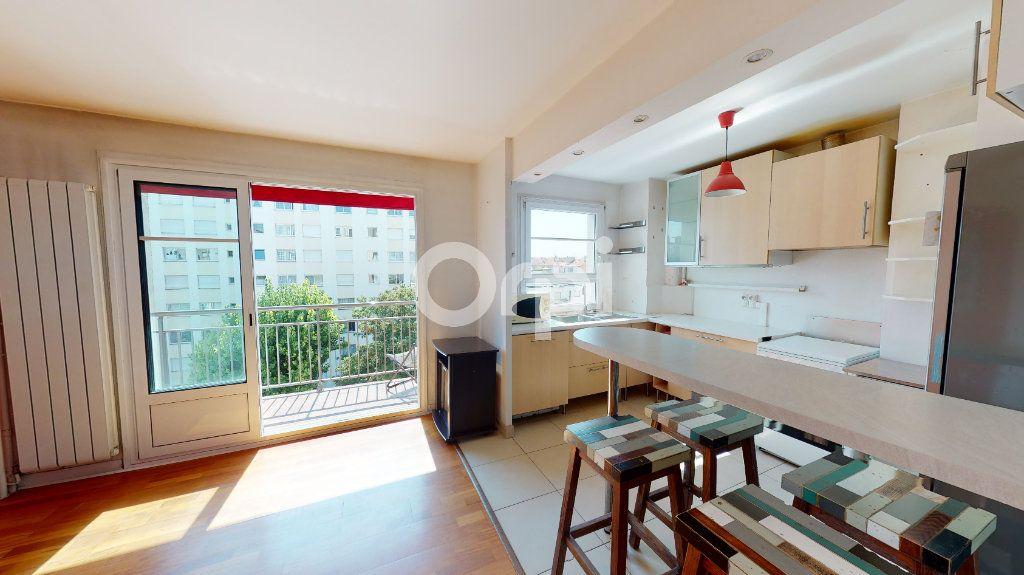 Appartement à vendre 4 71.65m2 à Montrouge vignette-3