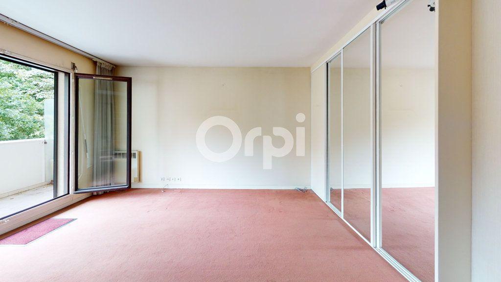 Appartement à vendre 3 65.95m2 à Montrouge vignette-4