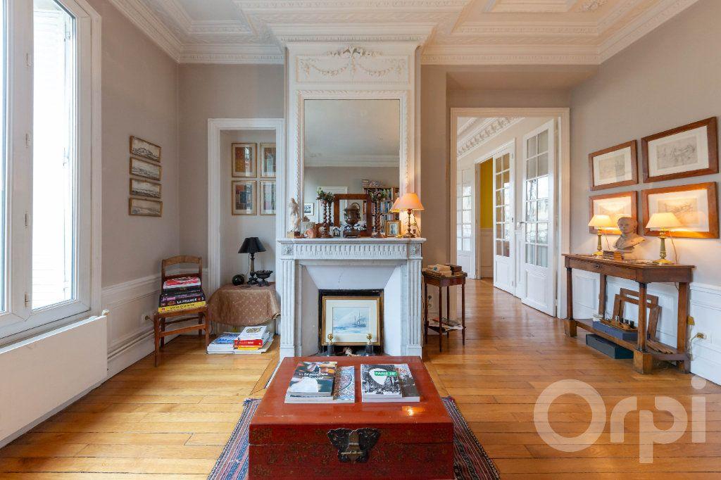 Appartement à vendre 6 173.25m2 à Paris 10 vignette-1