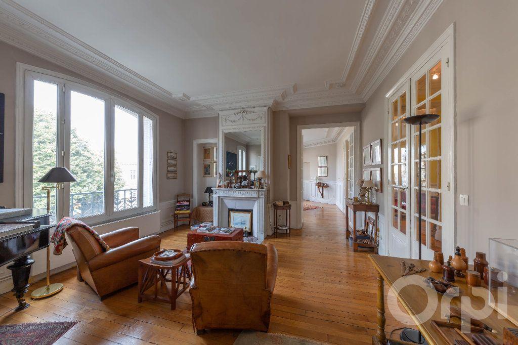 Appartement à vendre 6 173.25m2 à Paris 10 vignette-2