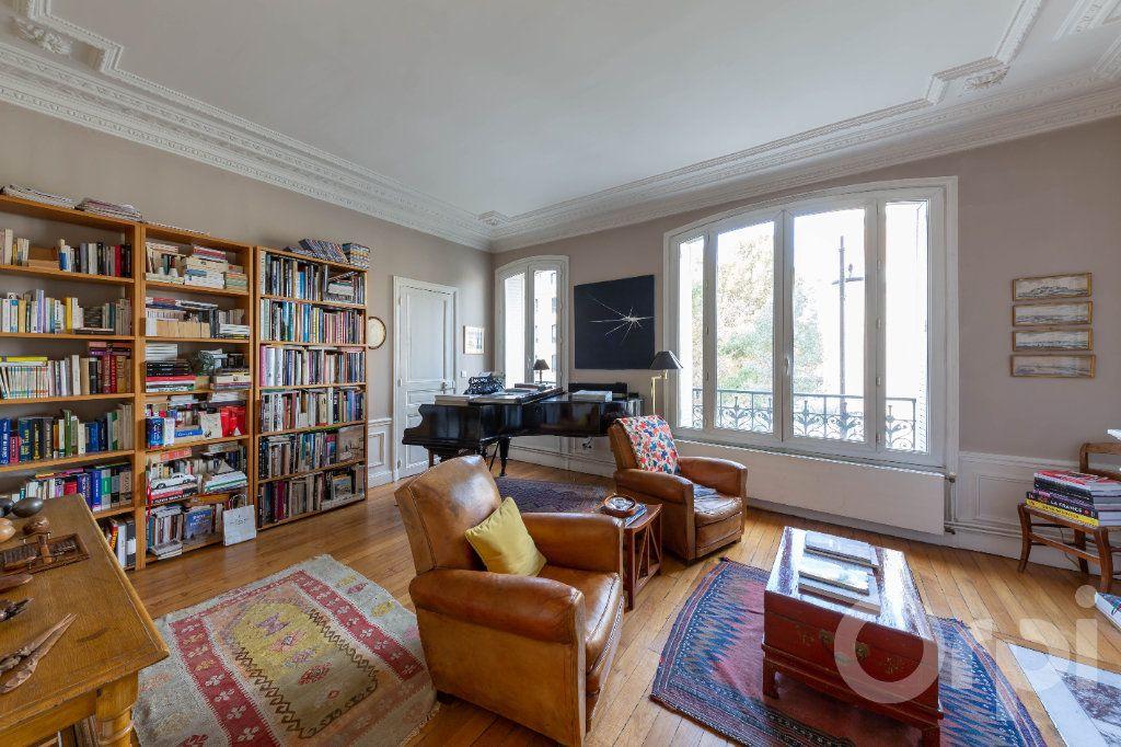 Appartement à vendre 6 173.25m2 à Paris 10 vignette-3