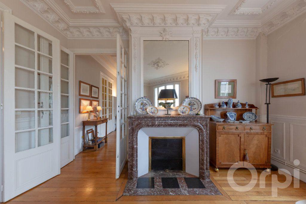 Appartement à vendre 6 173.25m2 à Paris 10 vignette-4