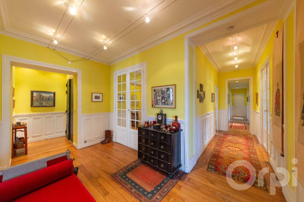 Appartement à vendre 6 173.25m2 à Paris 10 vignette-8