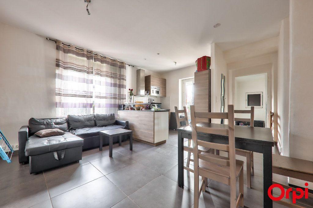 Appartement à vendre 3 62m2 à Vaulx-en-Velin vignette-2