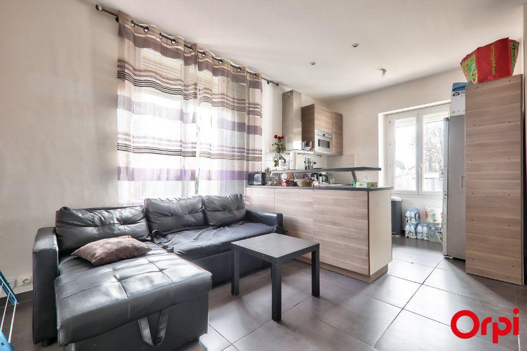 Appartement à vendre 3 62m2 à Vaulx-en-Velin vignette-3