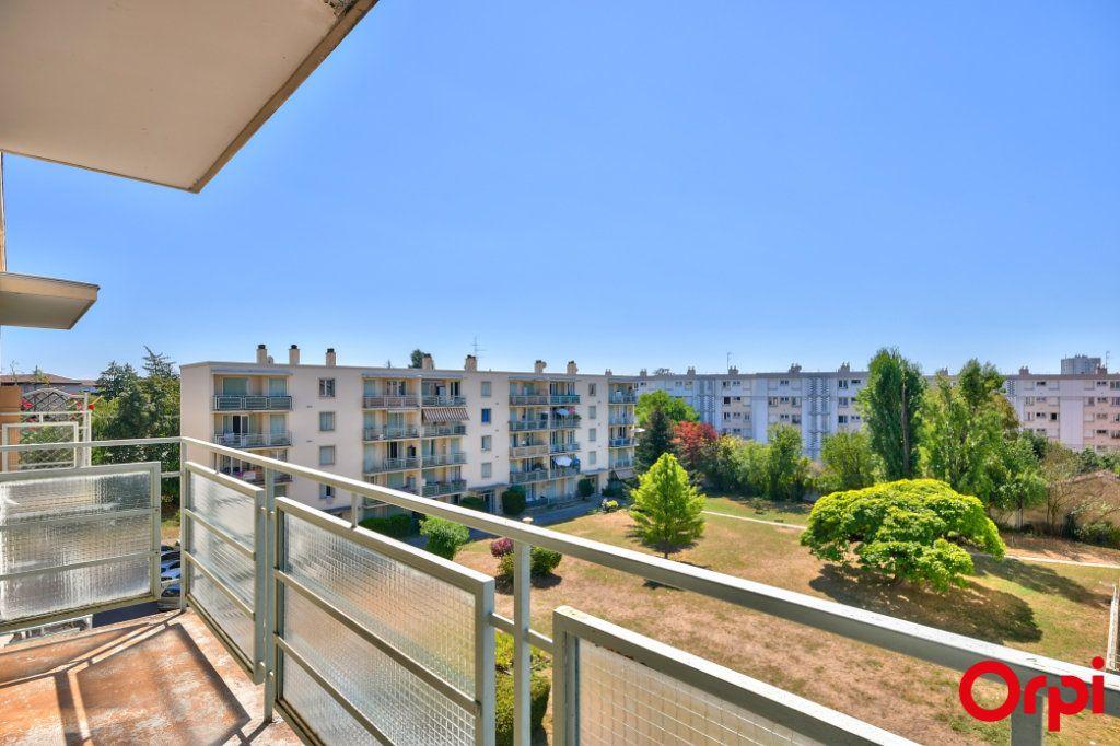 Appartement à vendre 3 52.41m2 à Vaulx-en-Velin vignette-1