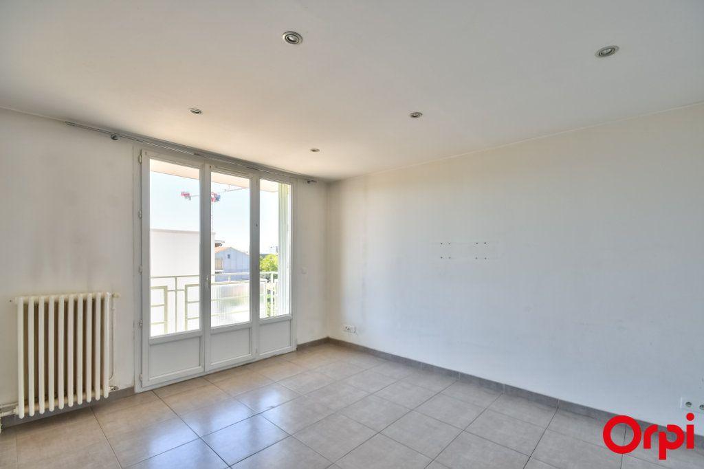 Appartement à vendre 3 52.41m2 à Vaulx-en-Velin vignette-2