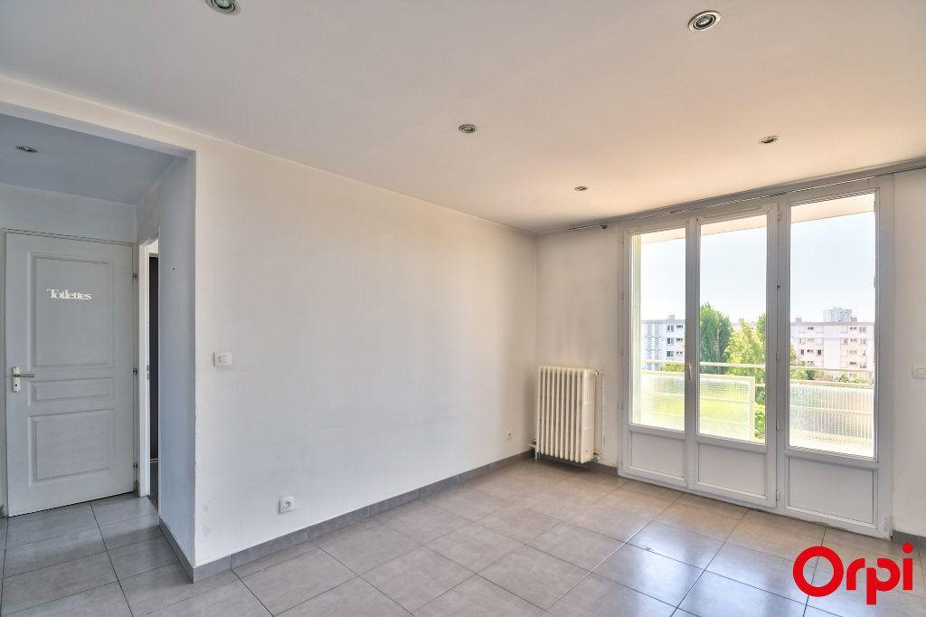 Appartement à vendre 3 52.41m2 à Vaulx-en-Velin vignette-3