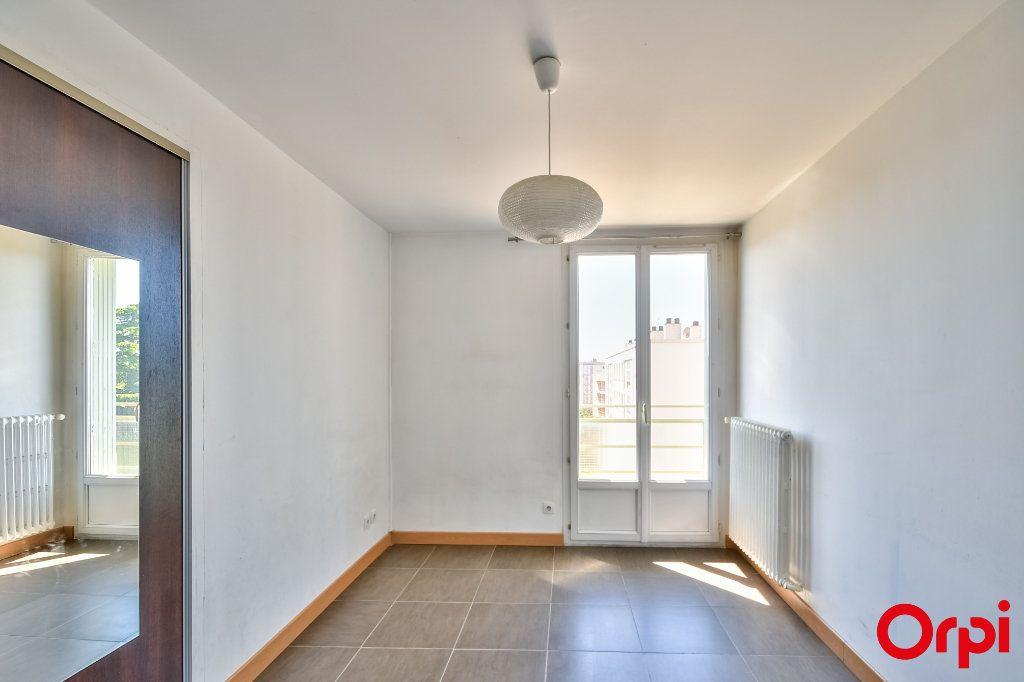 Appartement à vendre 3 52.41m2 à Vaulx-en-Velin vignette-4