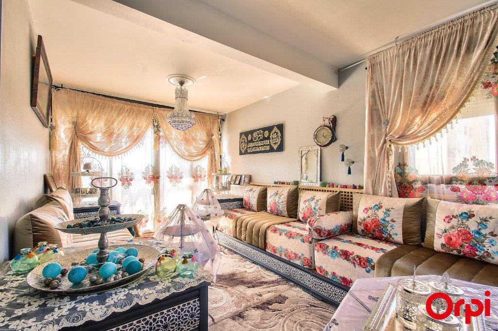 Appartement à vendre 3 71m2 à Vaulx-en-Velin vignette-2