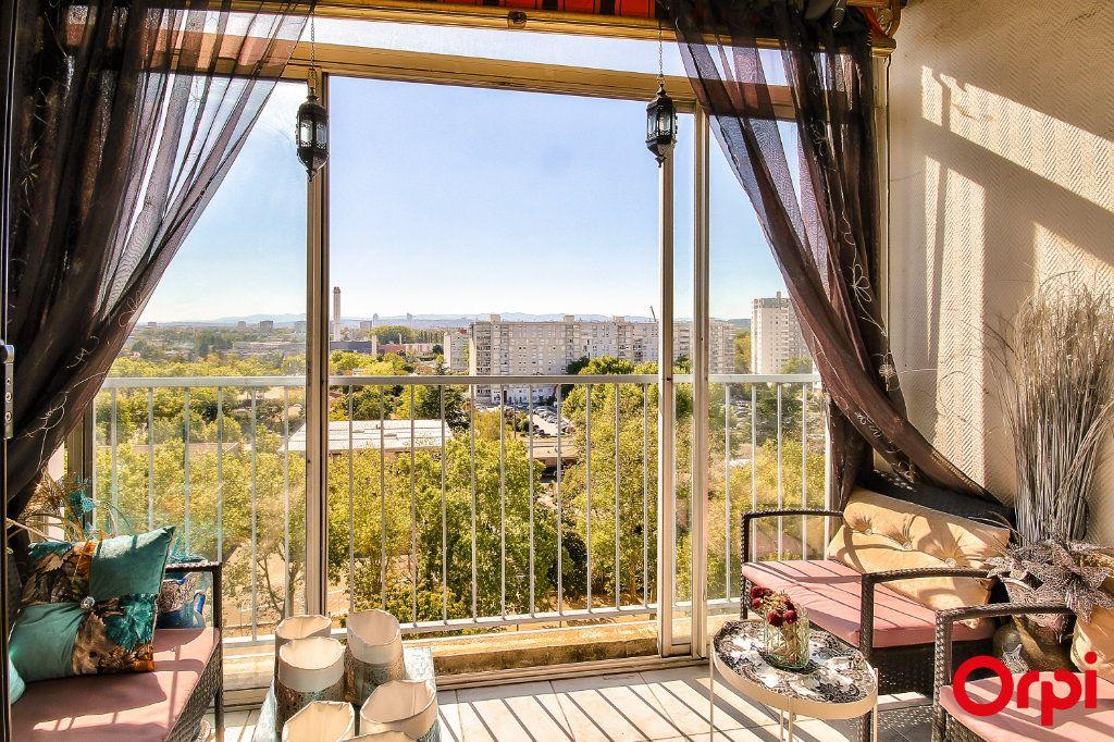 Appartement à vendre 3 71m2 à Vaulx-en-Velin vignette-4