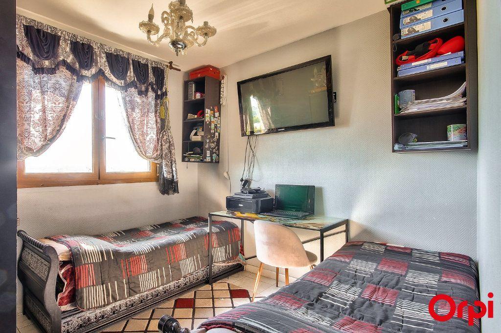 Appartement à vendre 3 71m2 à Vaulx-en-Velin vignette-6