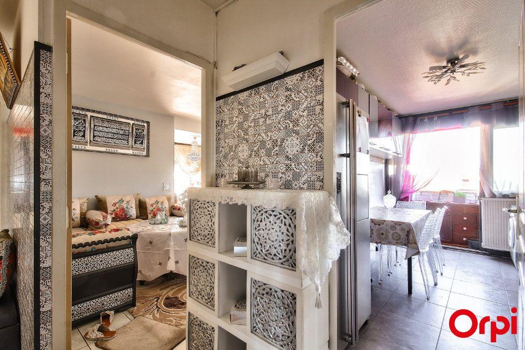 Appartement à vendre 3 71m2 à Vaulx-en-Velin vignette-12