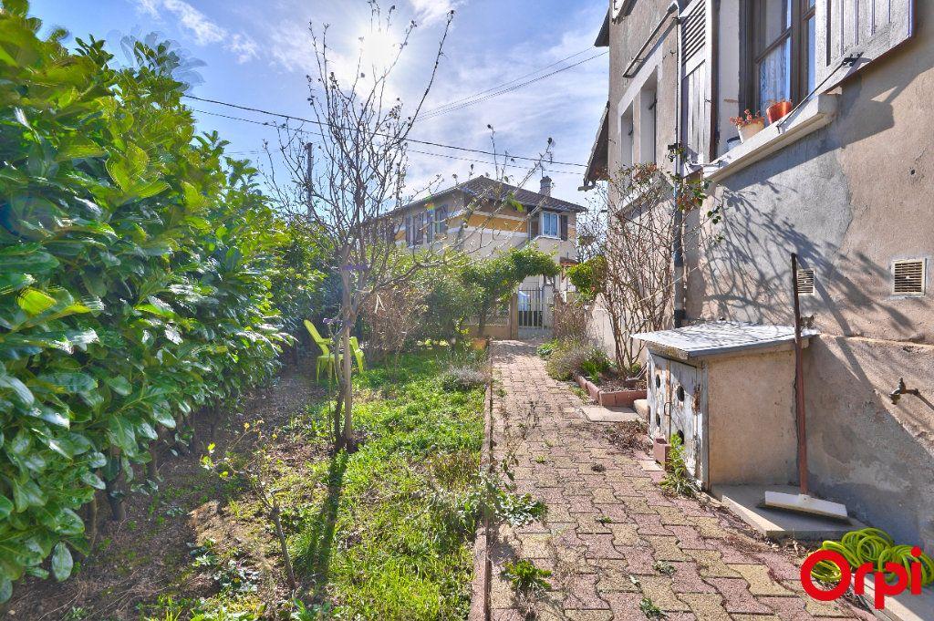 Maison à vendre 4 68m2 à Vaulx-en-Velin vignette-4