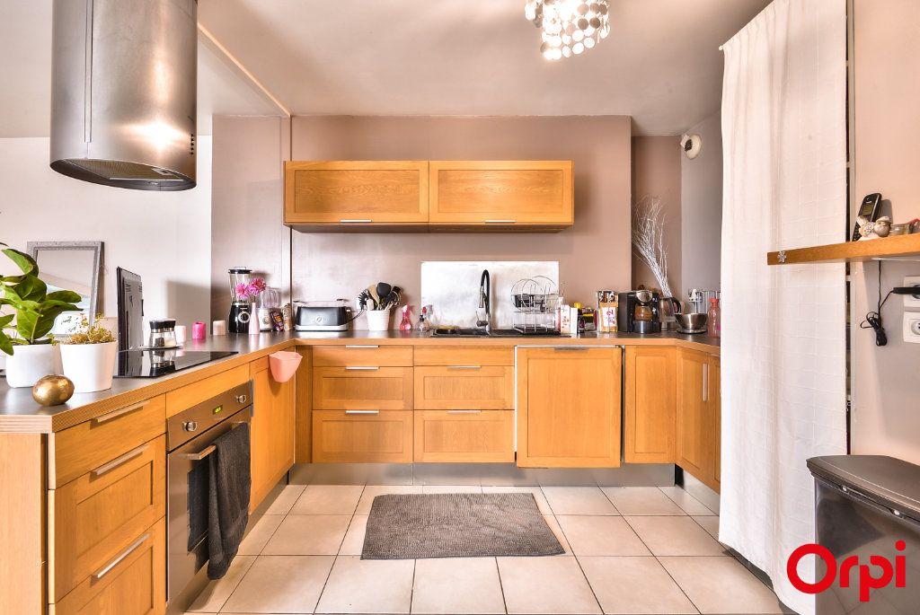 Appartement à vendre 4 81.49m2 à Vaulx-en-Velin vignette-1