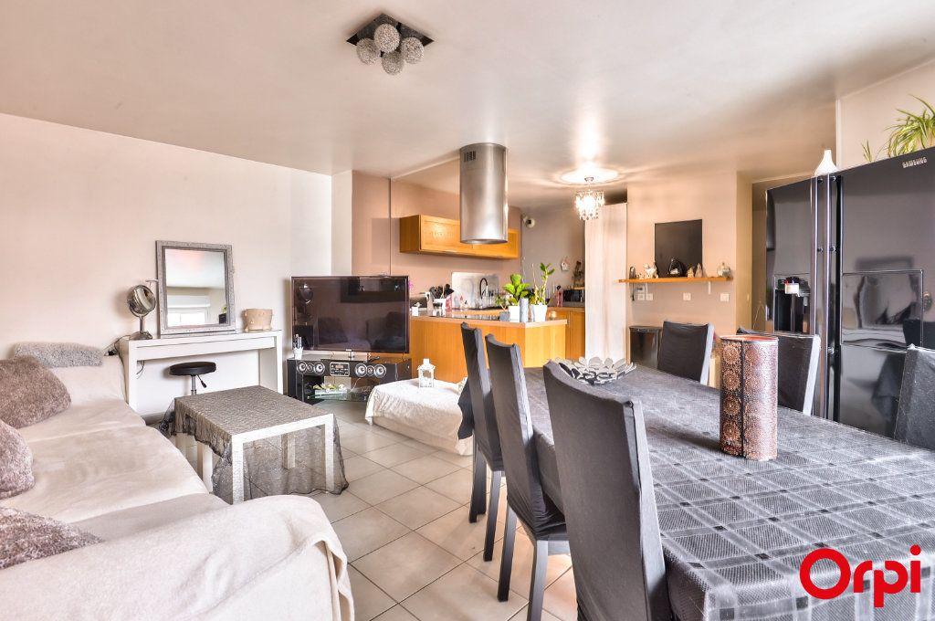 Appartement à vendre 4 81.49m2 à Vaulx-en-Velin vignette-3