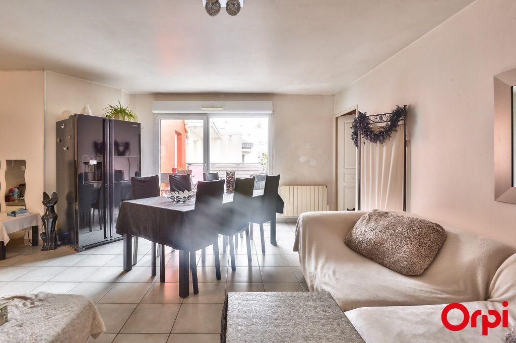 Appartement à vendre 4 81.49m2 à Vaulx-en-Velin vignette-4