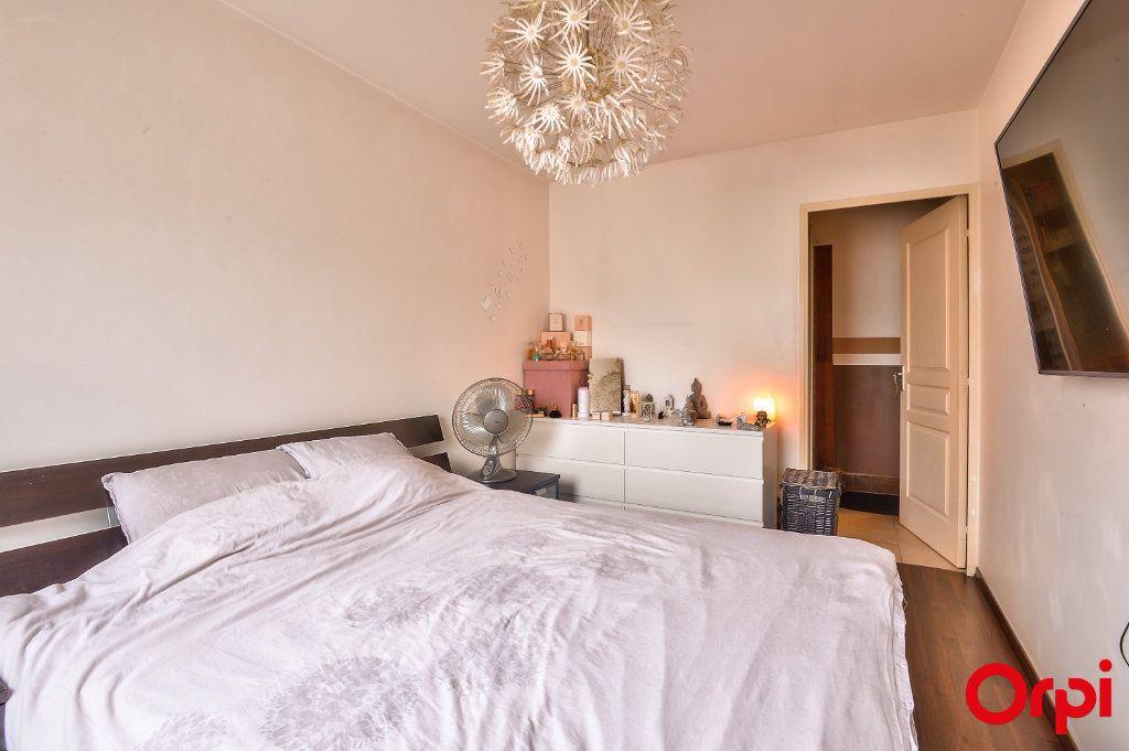 Appartement à vendre 4 81.49m2 à Vaulx-en-Velin vignette-5
