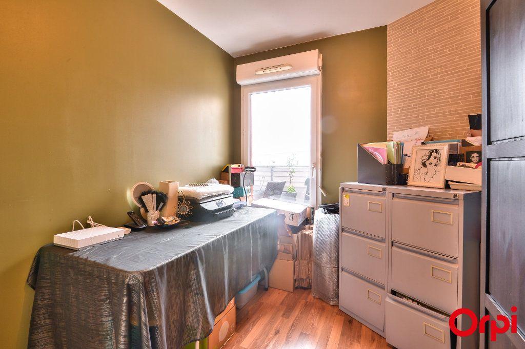 Appartement à vendre 4 81.49m2 à Vaulx-en-Velin vignette-7