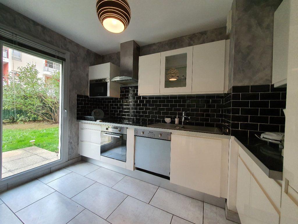 Appartement à louer 3 65.02m2 à Vaulx-en-Velin vignette-4