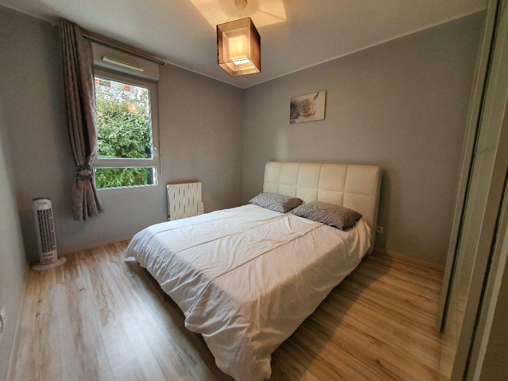 Appartement à louer 3 65.02m2 à Vaulx-en-Velin vignette-8
