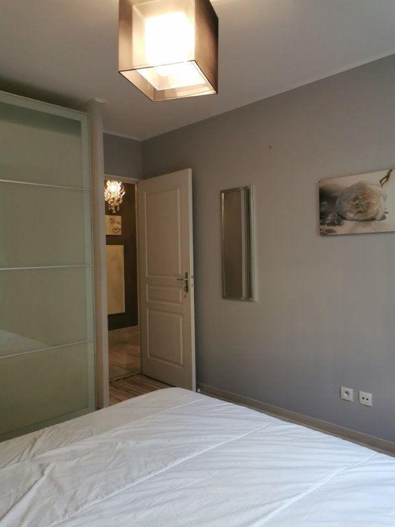 Appartement à louer 3 65.02m2 à Vaulx-en-Velin vignette-9