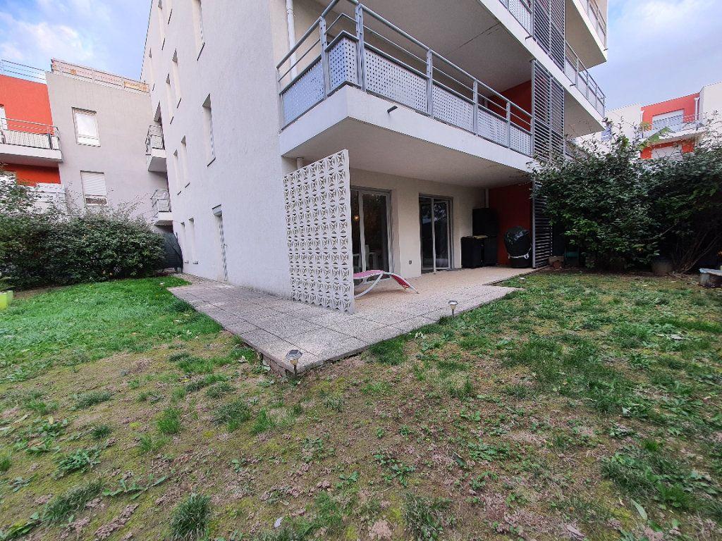 Appartement à louer 3 65.02m2 à Vaulx-en-Velin vignette-12