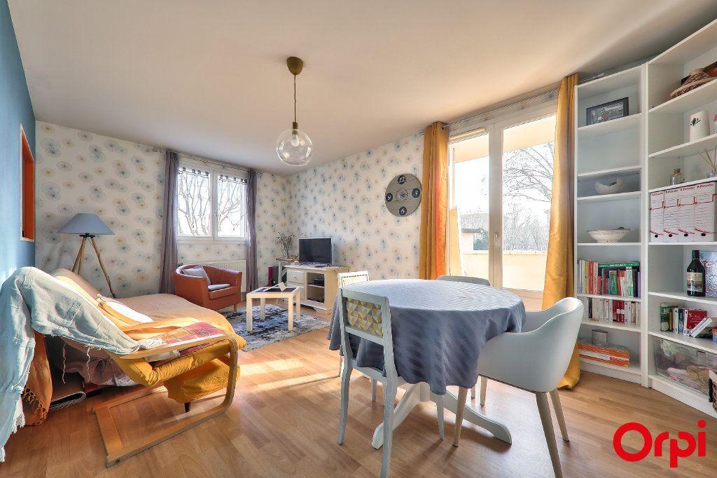 Appartement à vendre 2 50m2 à Vaulx-en-Velin vignette-1