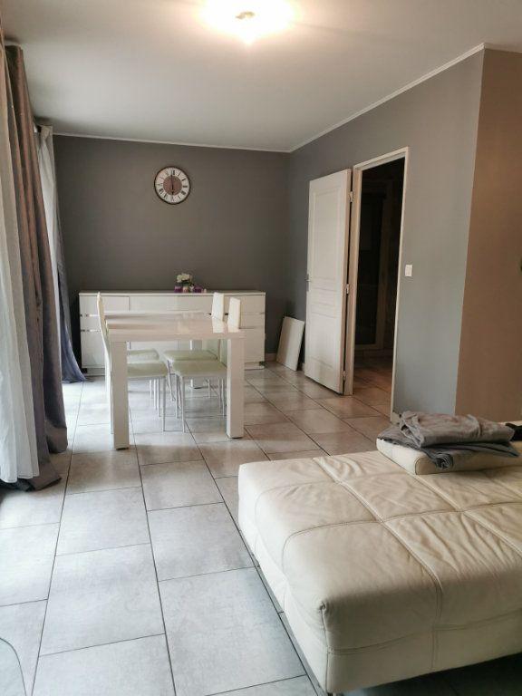 Appartement à louer 3 65.02m2 à Vaulx-en-Velin vignette-3