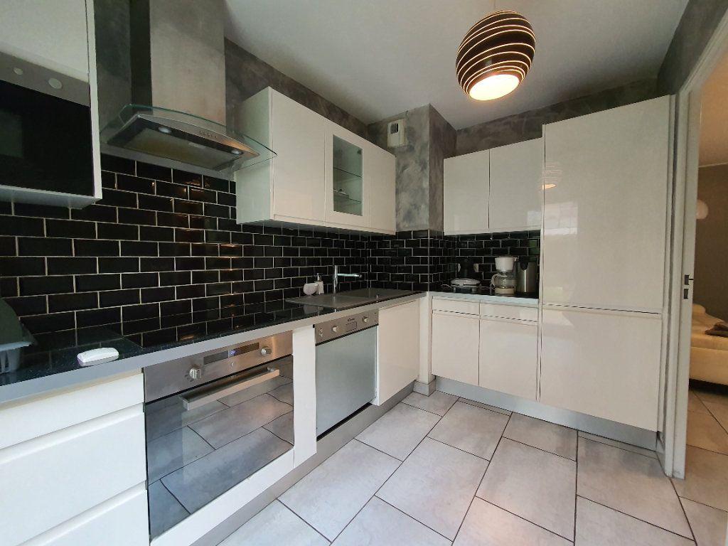 Appartement à louer 3 65.02m2 à Vaulx-en-Velin vignette-5