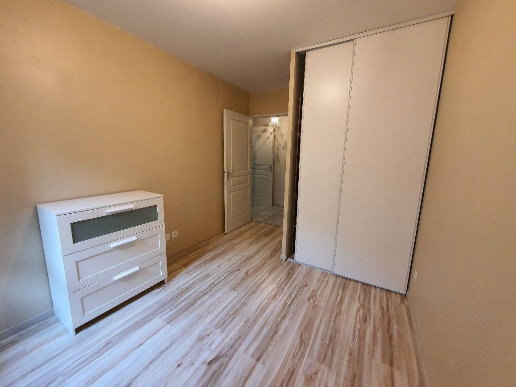 Appartement à louer 3 65.02m2 à Vaulx-en-Velin vignette-7