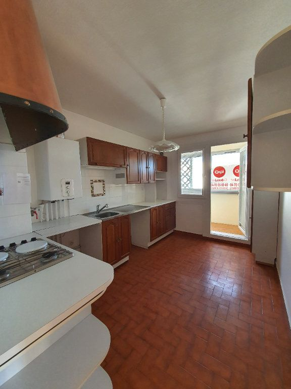 Appartement à louer 3 73m2 à Vaulx-en-Velin vignette-5