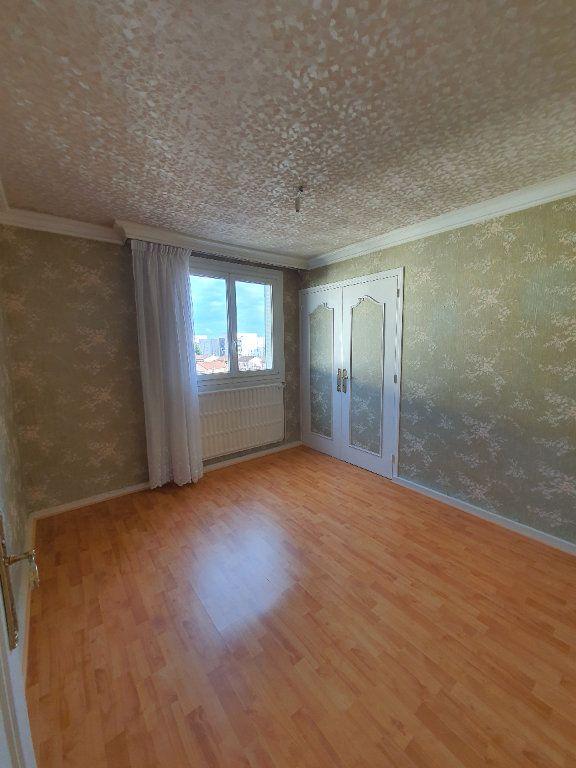 Appartement à louer 3 73m2 à Vaulx-en-Velin vignette-6