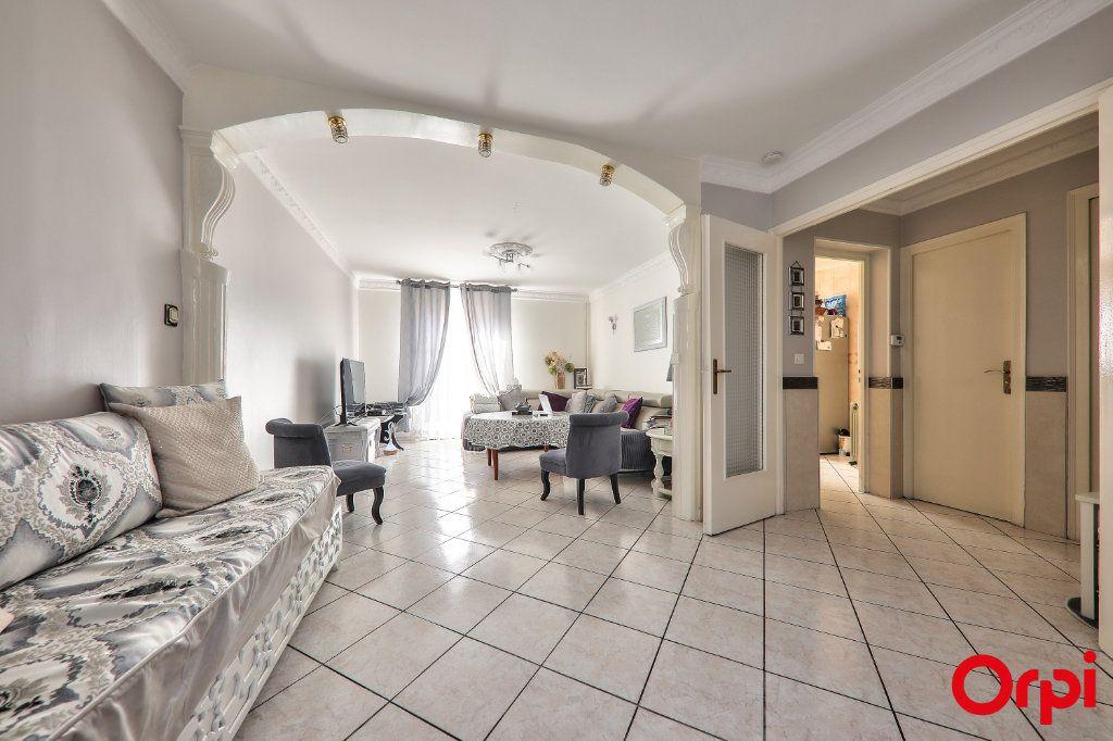 Maison à vendre 5 106m2 à Vaulx-en-Velin vignette-3