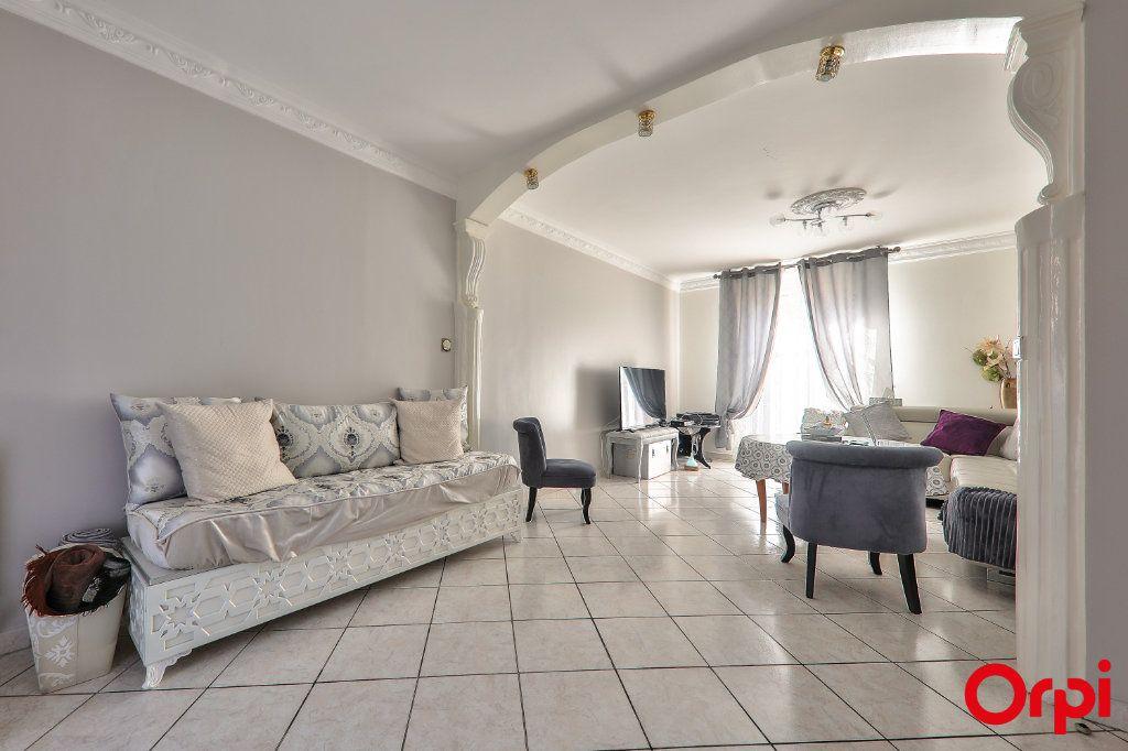 Maison à vendre 5 106m2 à Vaulx-en-Velin vignette-5