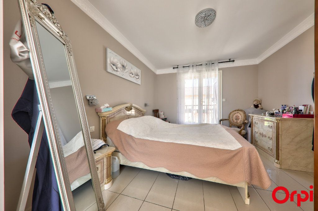 Maison à vendre 5 106m2 à Vaulx-en-Velin vignette-9