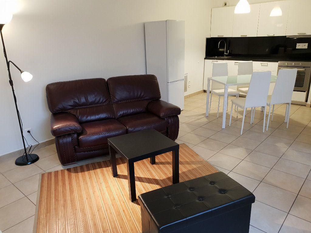 Appartement à louer 2 43.36m2 à Vaulx-en-Velin vignette-1