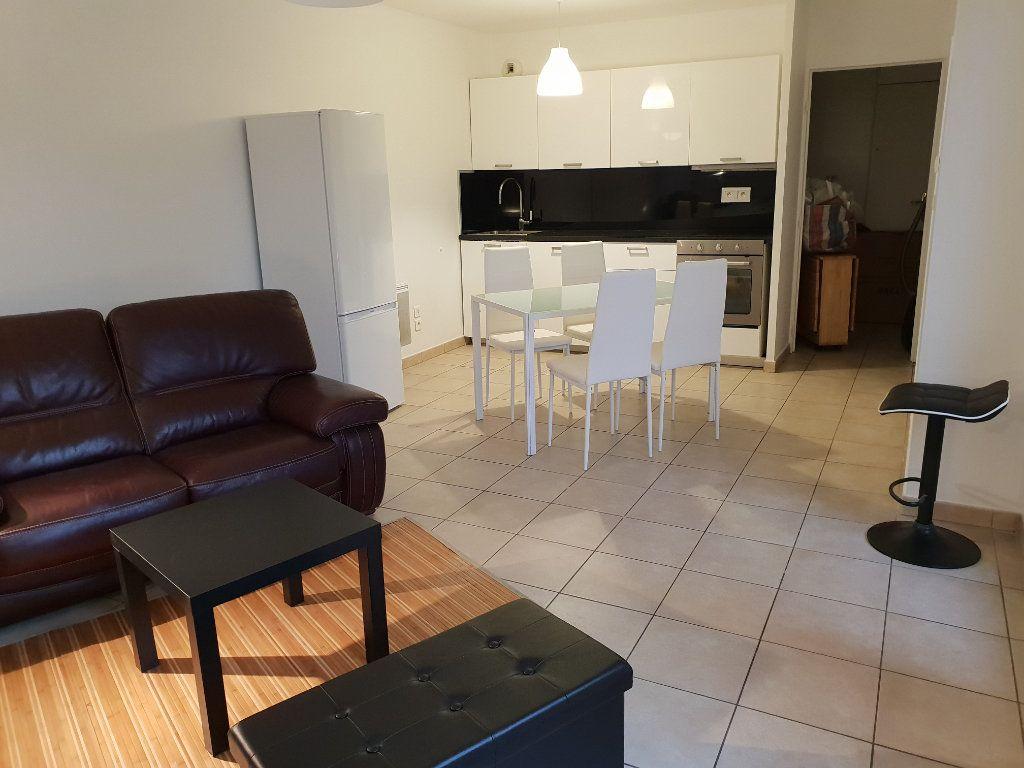 Appartement à louer 2 43.36m2 à Vaulx-en-Velin vignette-2